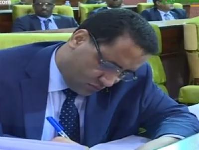 وزير الإقتصاد والمالية : المختار ولد اجاي